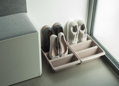 Schuhablage braun Tür 1000 px Kopie